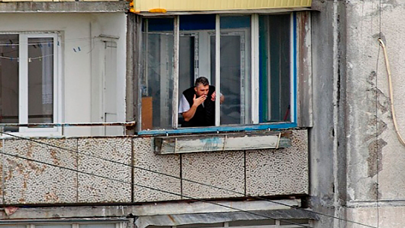 Курение на балконе многоквартирного дома: можно или нет?.