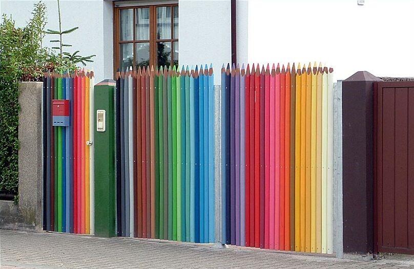 Как красиво покрасить заборы