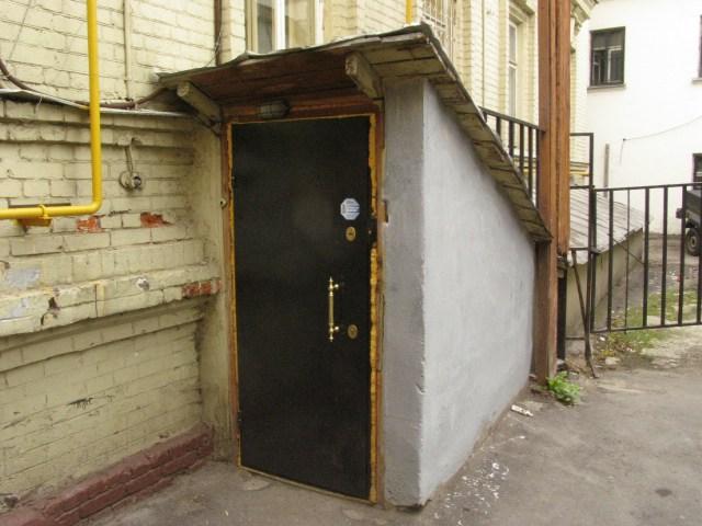 металлические двери в подвал с улицы